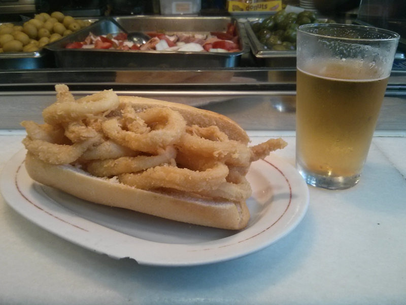 Bocadillo calamares en Madrid Plaza Mayor